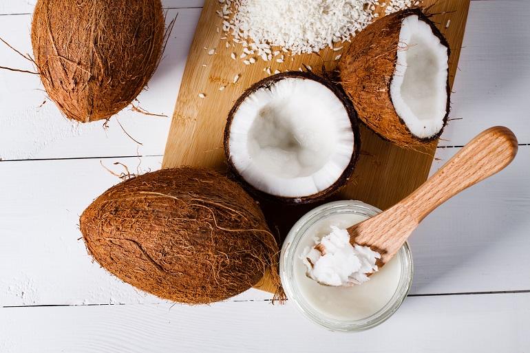 Zimowa pomadka do ust z olejem kokosowym