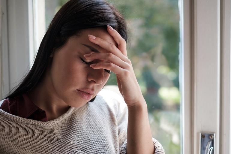 ciśnieniowy ból głowy z przodu